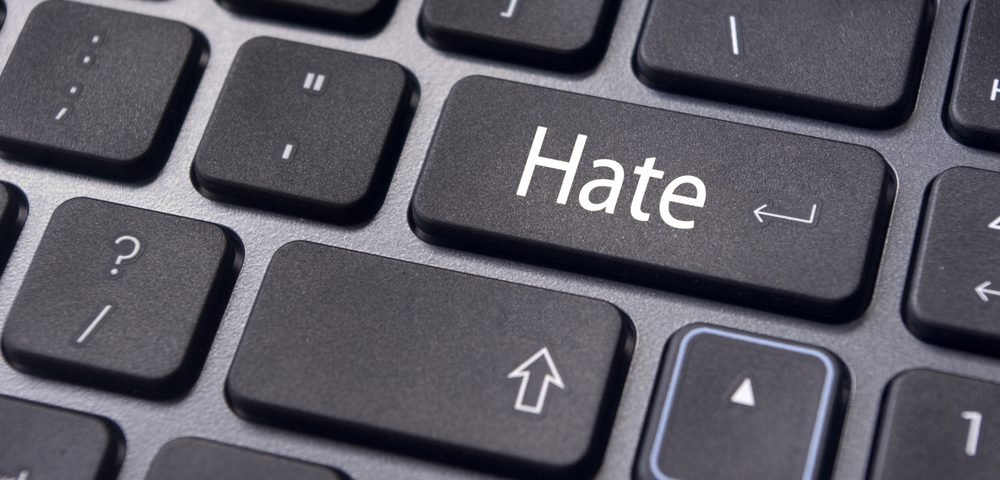 The government presents strategy against racism and hate crime online